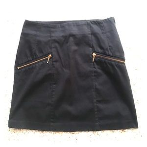 Classic pencil skirt with stylish gold zippers